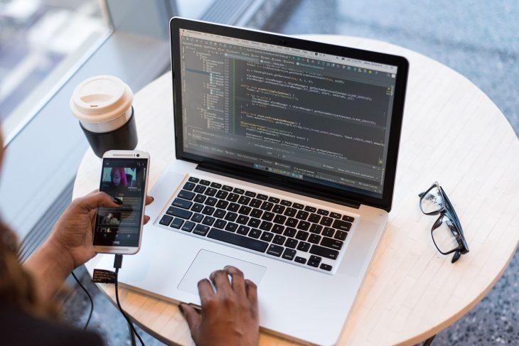 Outsourcing IT czy jest i kiedy jest potrzebny zabezpieczenie informatyczne?
